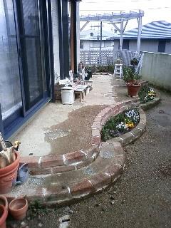 土舗装とレンガのテラス