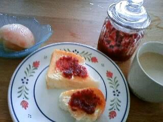 朝食に…ジューンベリーのジャム