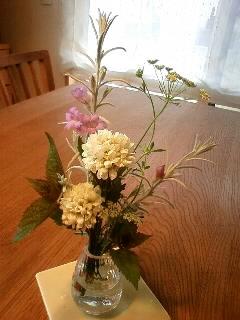 今日のテーブルの花