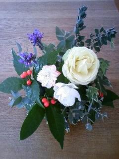 お庭の花で…お正月のアレンジメント